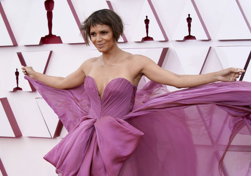 halle-berry-arrives-at-the-oscars-on-sunday-april-25-at-news-photo-1619395228_