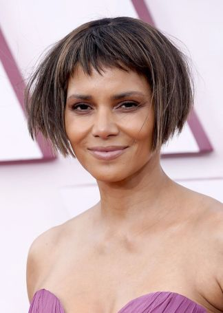 halle-berry-arrives-at-the-oscars-on-sunday-april-25-at-news-photo-1619395998_